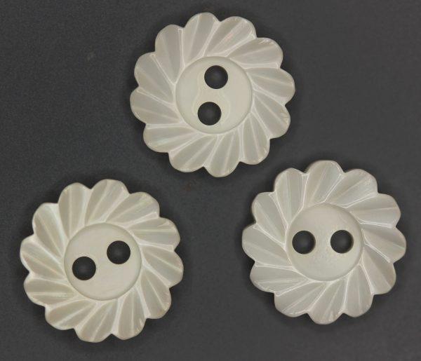 Antique Flower button in white