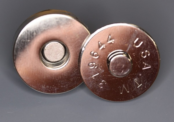 Four prong metal magnetic snaps