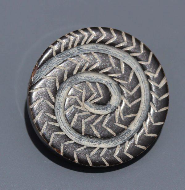 Horn button with spiral design